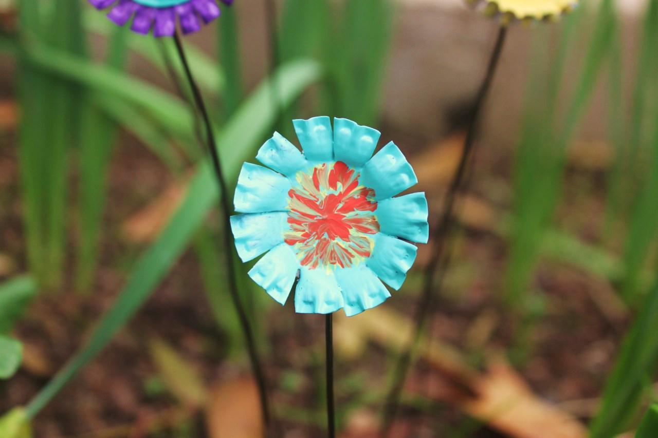Easy DIY Bottle Cap Flowers