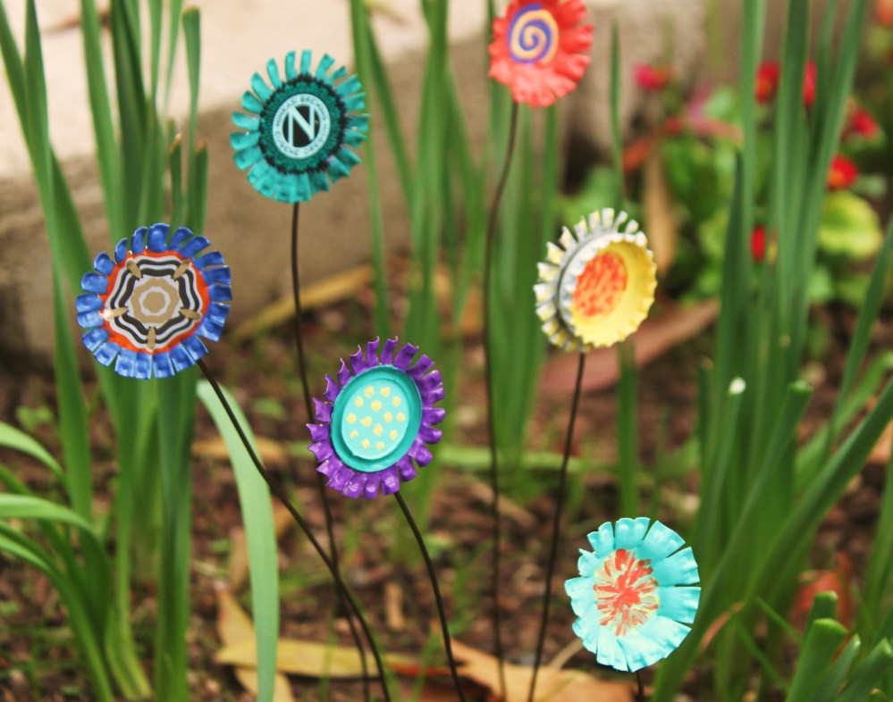 Diy yard art how to make easy bottle cap flowers for How to make bottle cap flowers